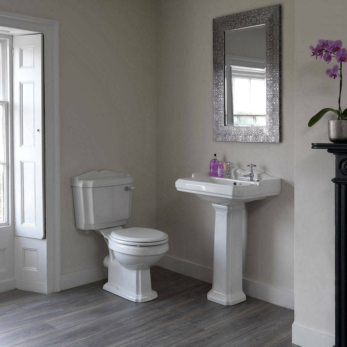 Winchester Toilet and Basin Suite with White Seat
