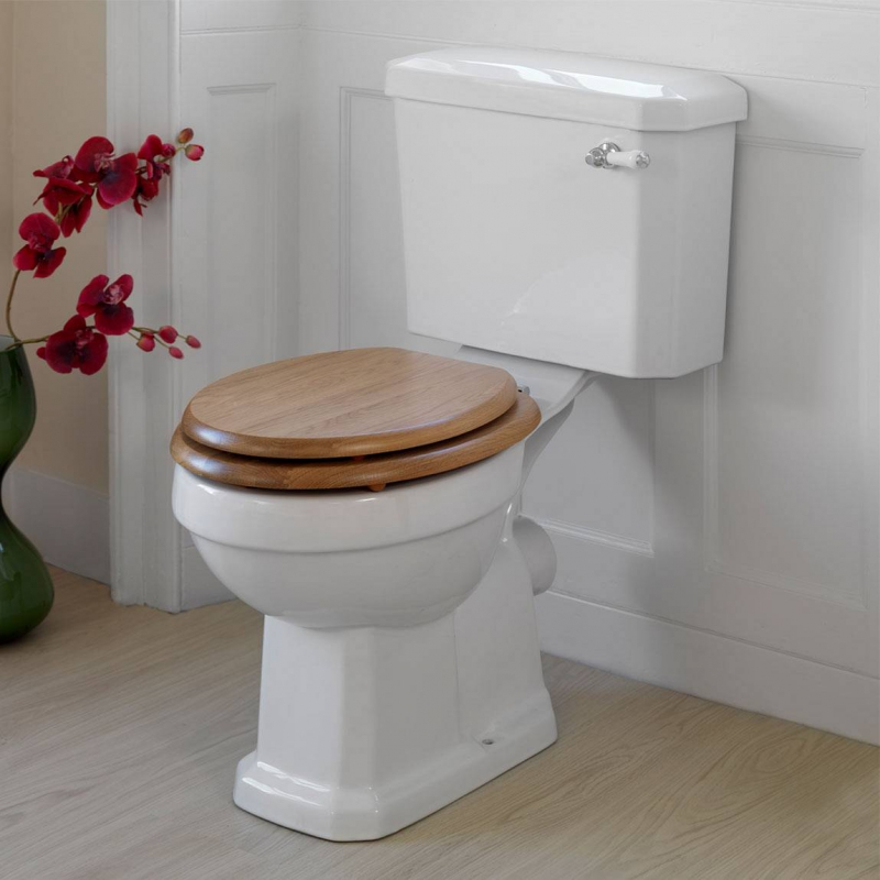 Traditional oak effect soft close toilet seat